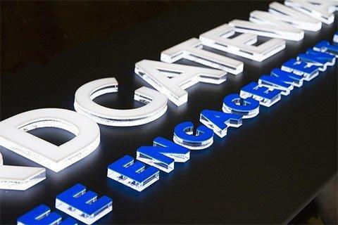Релефни светещи букви Reward Gateway
