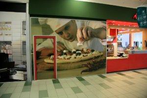 Дизайн и изработка на винил за интериора на пицария Верди. Брандиране на обекти