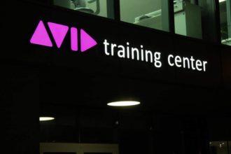 Светещи рекламни букви от плексиглас за тренинг център