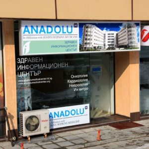 Lasting advertising installation with luminescent lighting