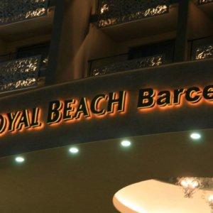 Светещи контражурно обемни букви за хотел Royal beach Barcelo