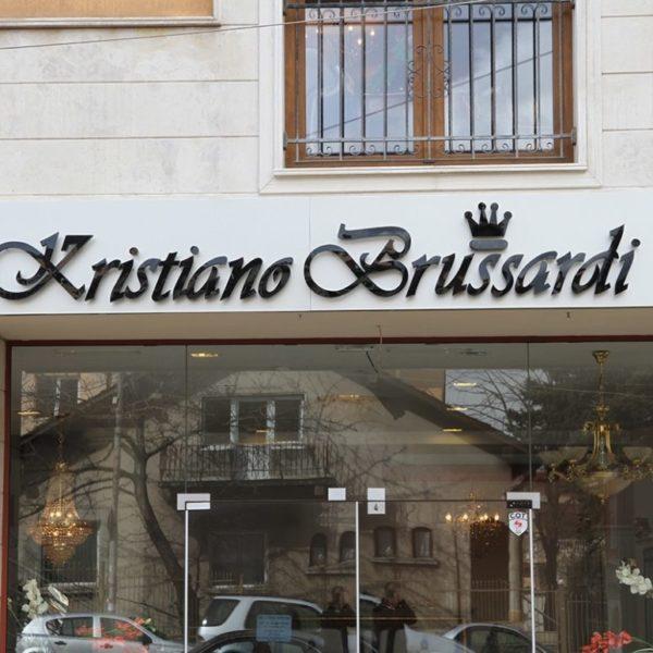 Обемни букви от плексиглас, монтирани върху еталбонд - мебели Кристиано Брусарди