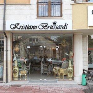 Светещи обемни букви за мебелни салони Кристиано Брусарди