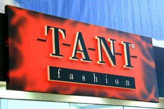 Табела от еталбонд Tani Fashion с вградени обемни букви