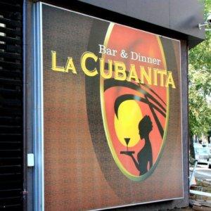 Ефектна светеща реклама за клуб La Cubanita