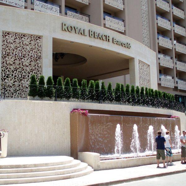 Royal Beach barcelo - светещи плексигласови букви