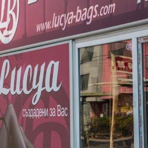 Табели за магазин Lucya с алуминий и винил