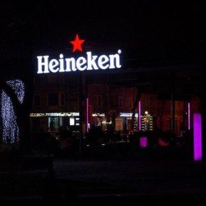 Ефектни светещи букви Heineken за заведение
