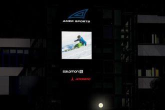 Светещи табели с ефектно фолио за Amer Sports