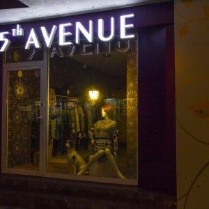 5th Avenue светещи обемни букви