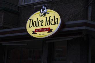 Illuminated acrylic sign for Dolce Mela