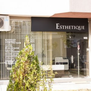 Esthetique composite panel sign