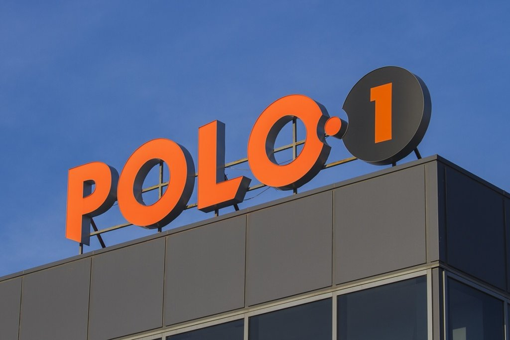 Polo1 - channel letters wuth plexiglas face and aluminium pages