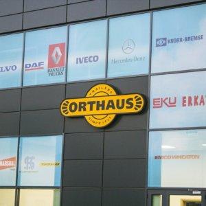 Orthaus - светеща обемна буква с алуминий и плексиглас