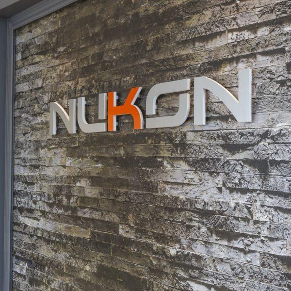 Брандиране на офис на Nukon с обемни букви