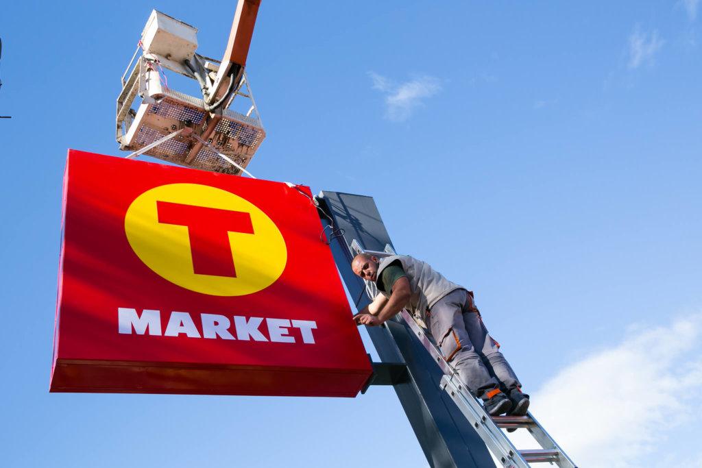 Медия Дизайн mounting sign for T-Market
