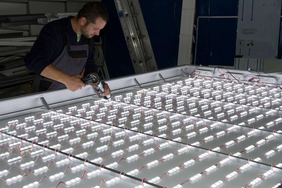 Голяма светеща табела с G.O.Q. LED