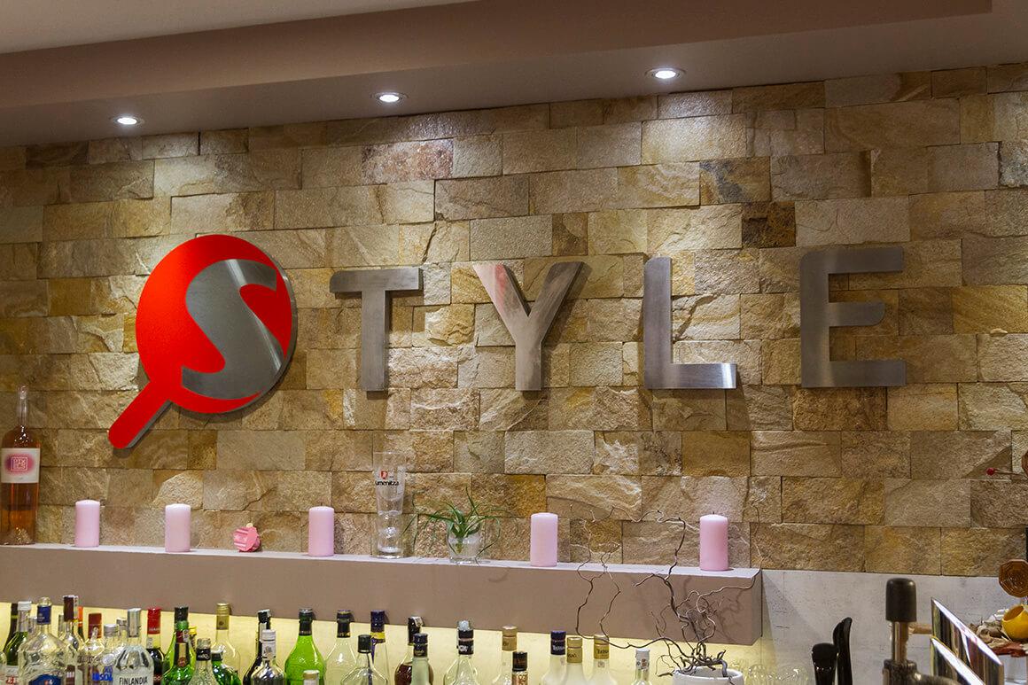 Обемни букви от неръждавейка за ресторант Style