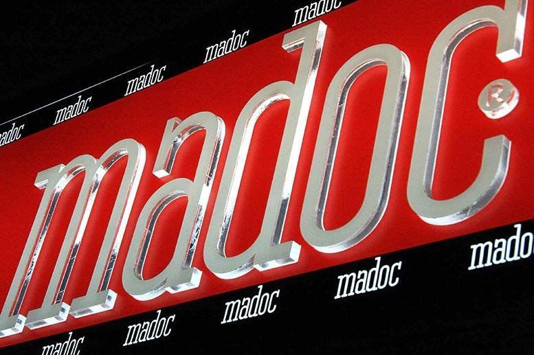 Светеща реклама с алуминиеви профили и обемни букви от плексиглас