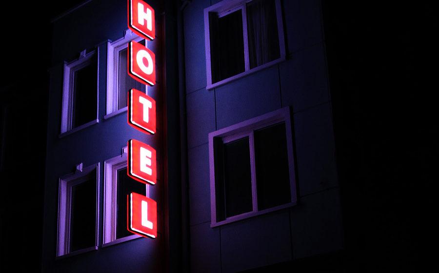 Хотел Noviz светещи табели плексиглас