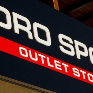 Illuminated channel letters for outlet store Boro Sport