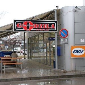 Табела Godzila на бензиностанция Петрол в София