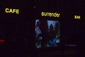 Светещи букви от плексиглас Cafe&Bar Surrender