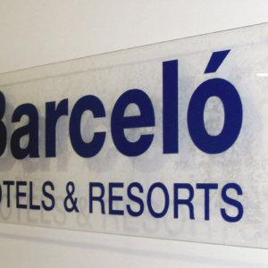 Табела от плексиглас, несветеща - Табела от еталбонд, указателна - Royal Beach Barcelo