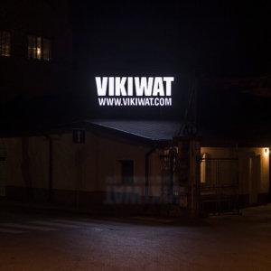 Светеща външна реклама за Vikiwat - обемни букви с G.O.Q. LED