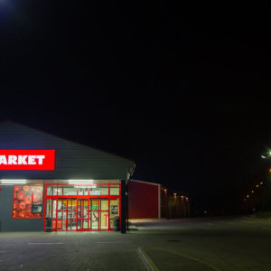 T-market flexible face sign at night