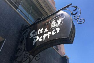 Двустранно светеща табела от ковано желязо за ресторант Salt&Pepper