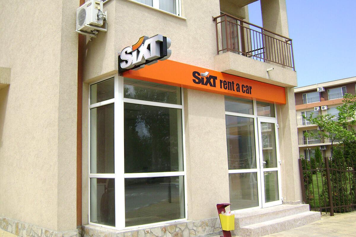 Брандиране на офис със светещи табели с LED, офис Sixt Слънчев бряг