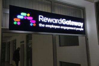 RewardGateway - интериорна табела за офис с LED осветление