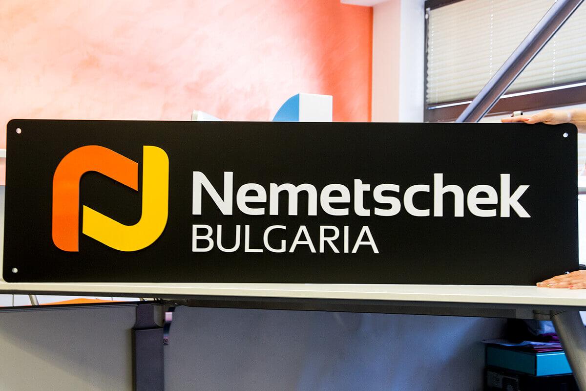 Несветеща плексигласова табела Nemetschek Bulgaria