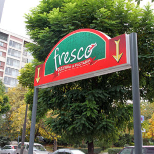 Illuminated signs Fresco – with aluminum sign systems and vinyl banner