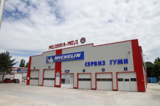Медина Мед Русе - светещи обемни букви и табела Michelin