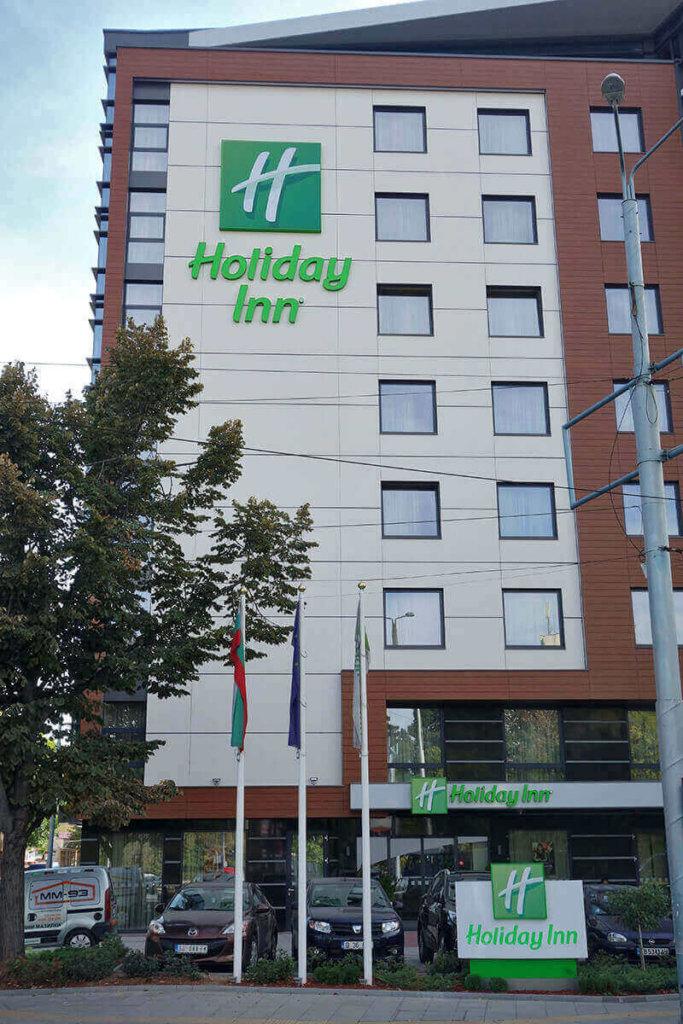 Хотел Holiday Inn в Пловдив - светещи реклами от Медия Дизайн