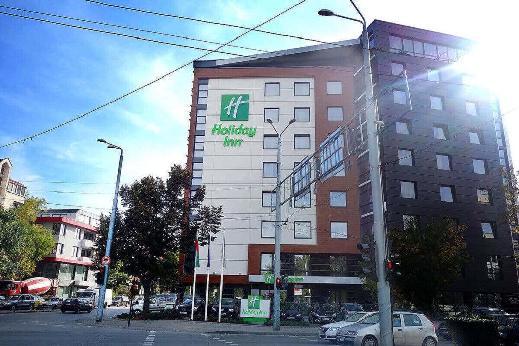 Холидей Ин Пловдив с рекламни букви от Медия Дизайн