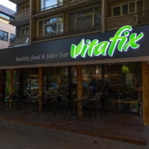 Светещи обемни букви от плексиглас за фреш бар VitaFix в Пловдив