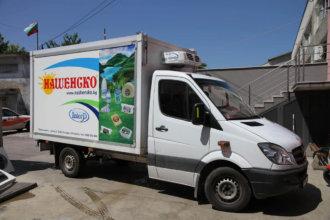 Реклама на млечни продукти Нашенско на камион