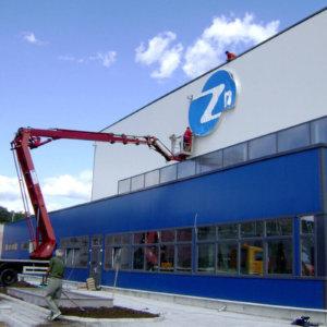 Монтаж на лого Zn на завода за горещо поцинковане в Каспичан
