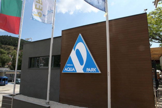 Advertising installation with the logo of Thermal park Persenk
