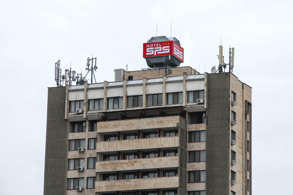 Светеща табела на покрива на Хотел SPS Пловдив