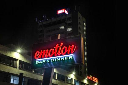 Хотел SPS - Emotion Bar & Dinner тотем