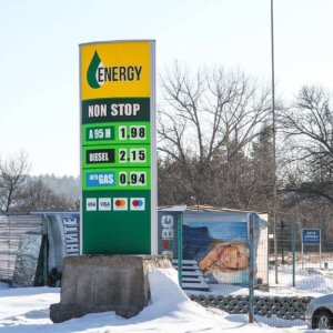 Energy Oil totem with aluminum sign systems and Plexiglas