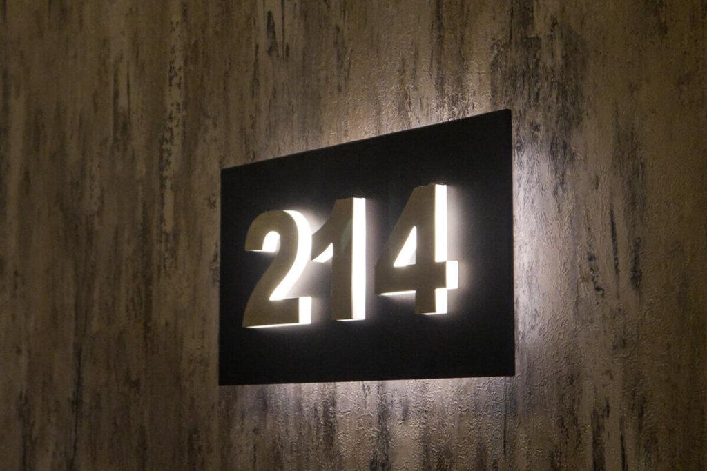 Светещи табелки с номера на стаи