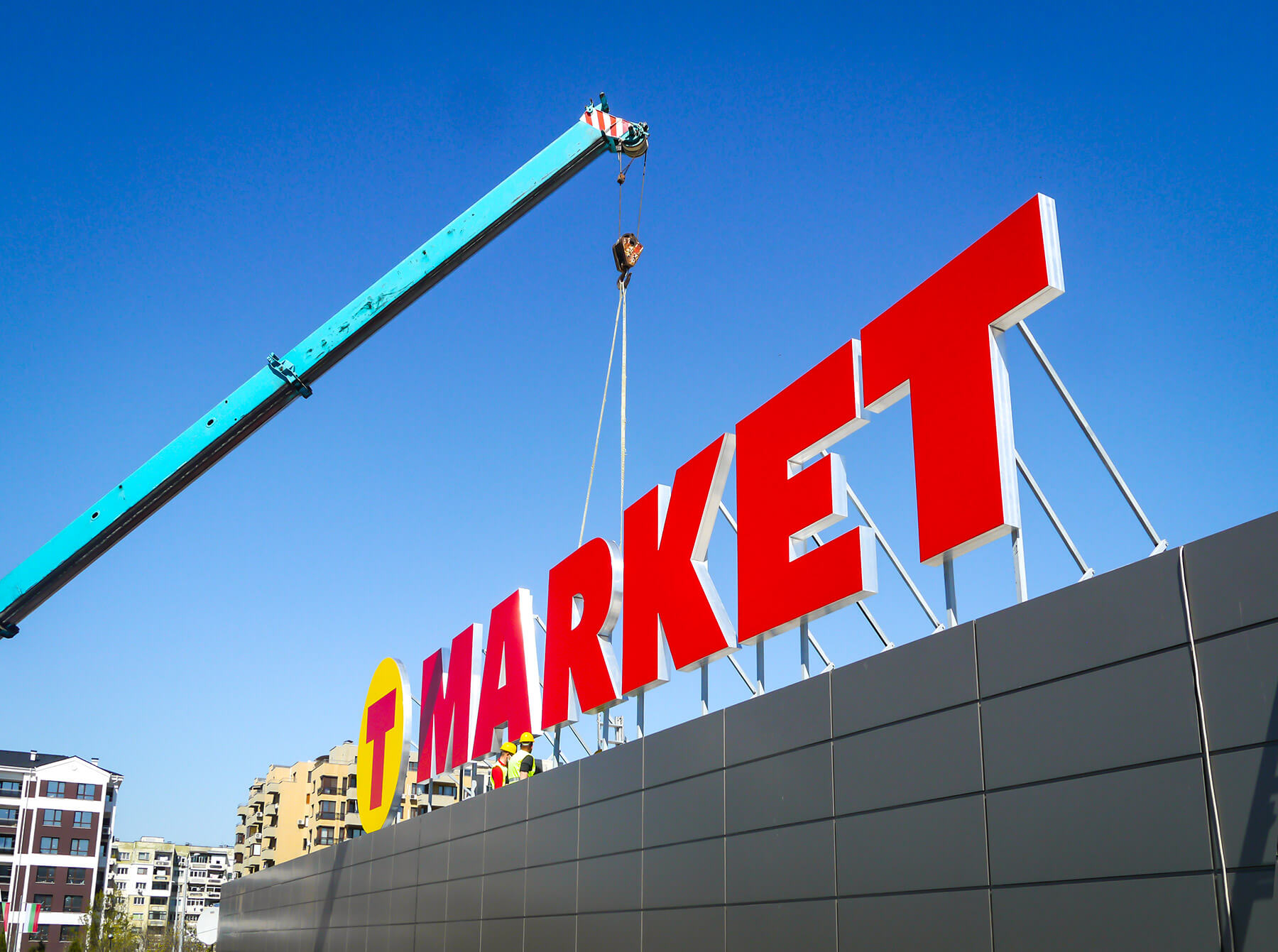 Giant letters mounting